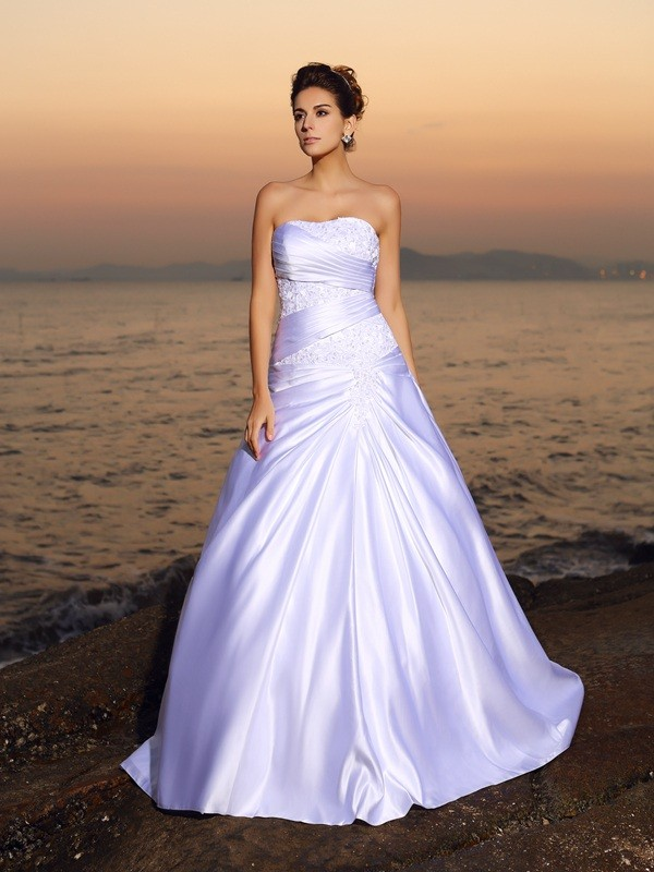 Ball Gown Strapless Sleeveless Court Train Satin Wedding Dresses with Beading Applique