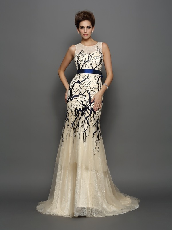 Trumpet/Mermaid Scoop Sleeveless Court Train Tulle Dresses with Applique