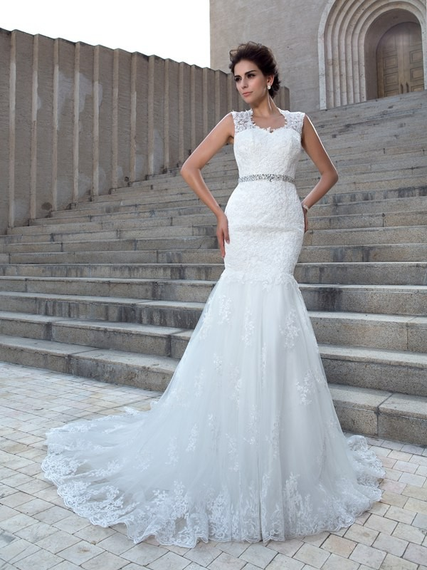 Trumpet/Mermaid V-neck Sleeveless Chapel Train Lace Wedding Dresses with Applique