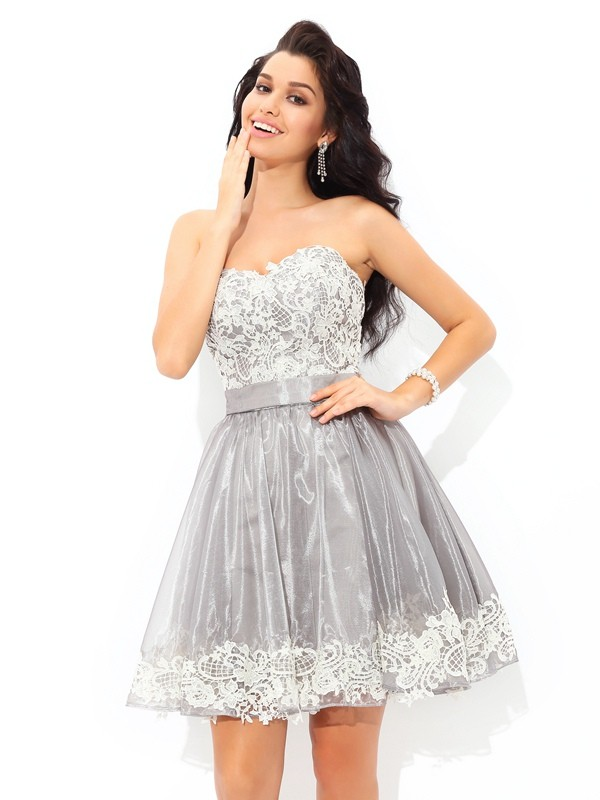 A-Line/Princess Sweetheart Sleeveless Short/Mini Tulle Dresses with Lace