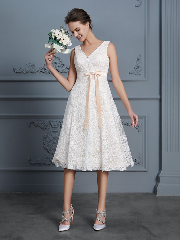 A-Line/Princess V-neck Sleeveless Knee-Length Lace Wedding Dresses with Bowknot