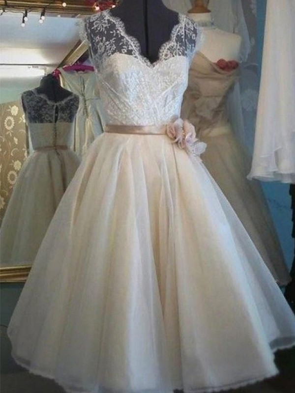 A-Line/Princess V-neck Sleeveless Knee-Length Tulle Wedding Dresses with Sash/Ribbon/Belt