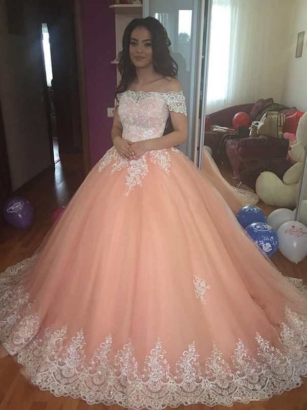 Ball Gown Off-the-Shoulder Sleeveless Court Train Tulle Dresses with Lace