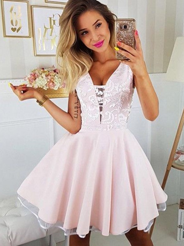 A-Line/Princess Satin Applique V-neck Sleeveless Short/Mini Homecoming Dress