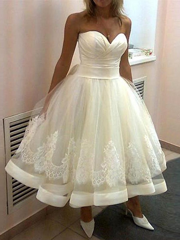 Ball Gown Sweetheart Sleeveless Tea-Length Tulle Wedding Dresses with Applique